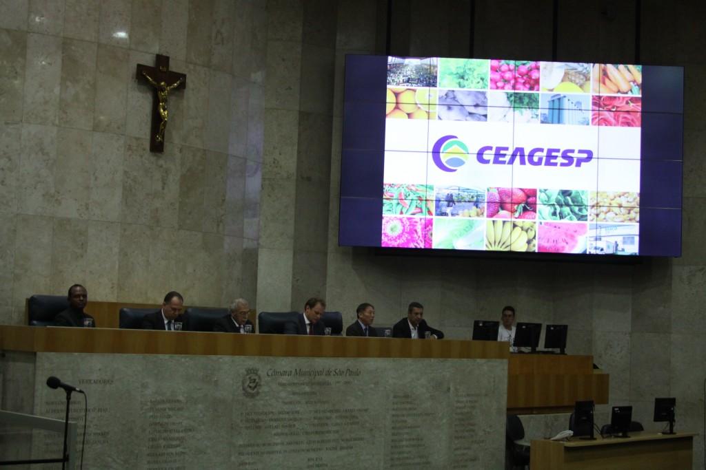 Mesa da sessão solene, ocorrida na Câmara Municipal de São Paulo, em homenagem aos 50 anos do antigo Ceasa-SP